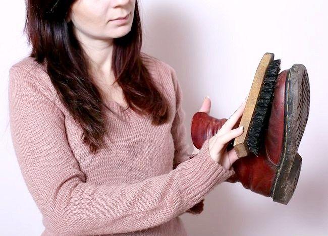 स्वच्छ डॉ। मार्टन्स जूते चरण 4 नामक चित्र