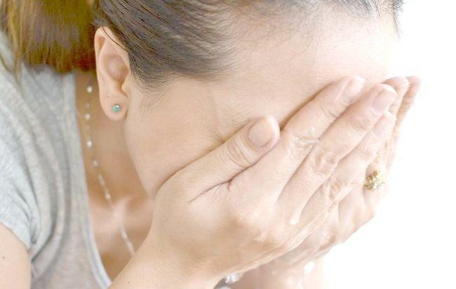 फेस वॉश चरण 7 द्वारा चिंतित त्वचा से छेड़छाड़ चित्र