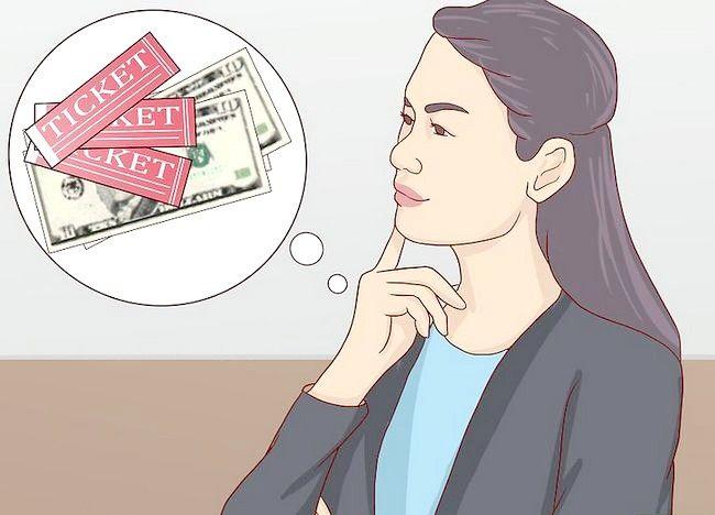 टिकट के साथ किसी को कैसे दे सकते हैं