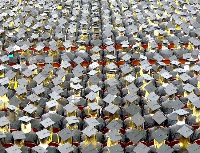 चित्र शीर्षक स्नातक टोपी